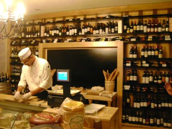 Notre Dame Guest House:                   Restaurante 4o piso: Cheese and Wine!!!