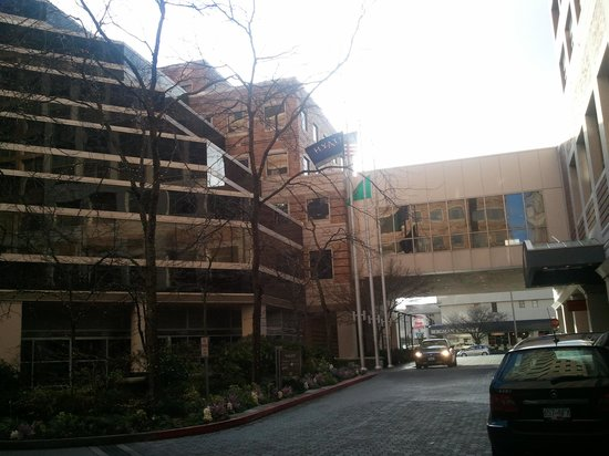 Hyatt Regency Bellevue:                   Foto all'uscita della hall