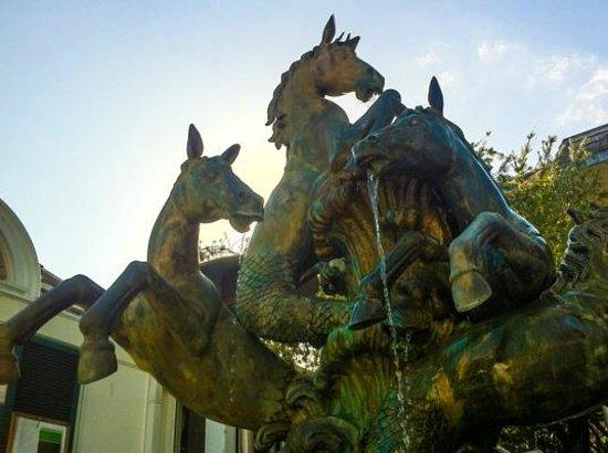 Third Street South: Sculpture/fountain on the street