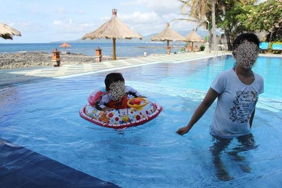 The Rishi Candidasa Beach Hotel:                   pool