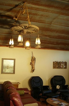 Riverside Retreat On The White River: Wagon Wheel light in Lodge