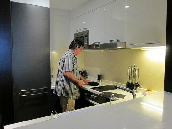Oakwood Premier Guangzhou:                   Well equipped kitchen