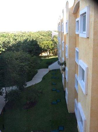 Hotel Courtyard Aeropuerto Cancun: vista jardin desde hab
