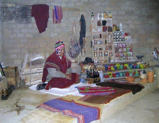 Inca Utama Hotel: Le chaman  Kallawaya dans son laboratoire.