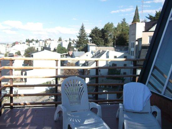 NH Bariloche Edelweiss:                   Vista desde el solarium al lado de la piscina, en el quinto piso.