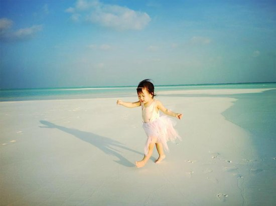 Cocoa Island by COMO:                   Carefree running for the little one. :)