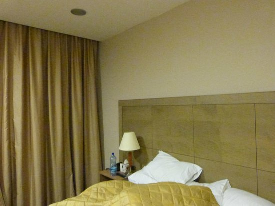Ritz Hotel: Bed