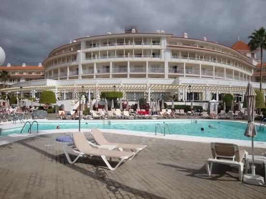 Hotel Riu Arecas : Hotel from Pool.