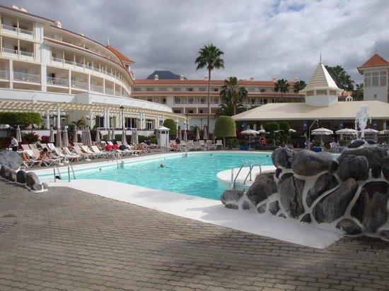 Hotel Riu Arecas : Hotel from pool area.
