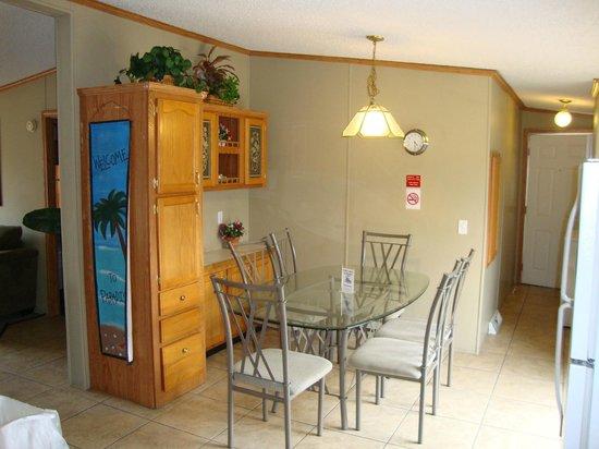 آيلاند كلوب رينتالز: Dining Room
