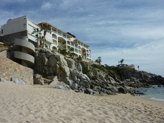Welk Resorts Sirena Del Mar:                   view from beach looking up to resort...circle staircase to beach