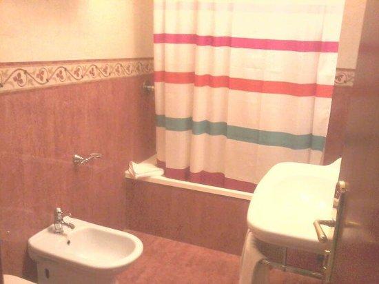 Amalia Hotel:                   bagno di quadrupla