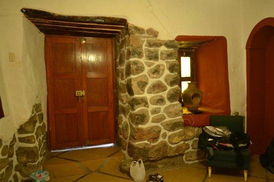Pirwa Colonial Hostel:                   Quarto matrimonial com banheiro.
