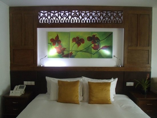 The Cocoon Boutique Hotel: bed board