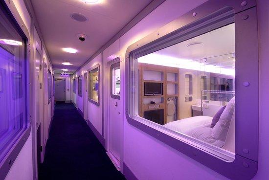 YOTEL London Heathrow Airport: Premium Corridor