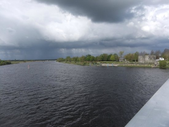 Brosna Lodge Hotel:                   The river Shannon