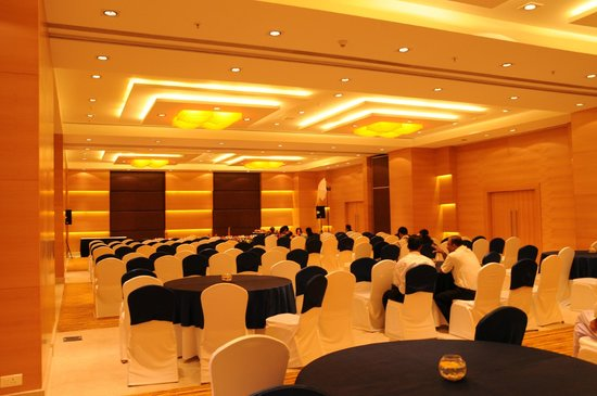 Country Inn & Suites By Carlson Mysore :                   THE VERY ELEGANT AND BEAUTIFUL BANQUET HALL