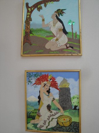 Bertram, Teksas:                   Colorful, glitter wall artwork of Mexican / Aztec princesses