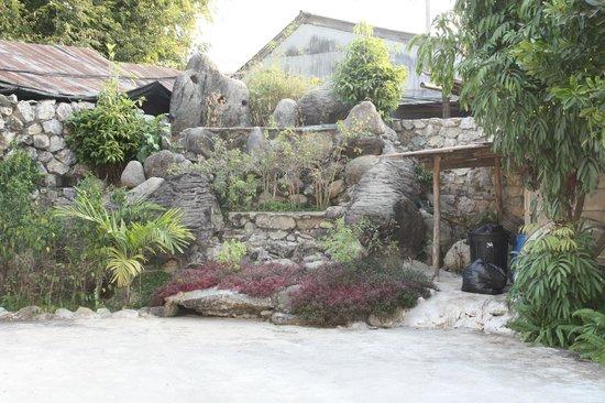 Thaton Garden Riverside :                   Innenhof