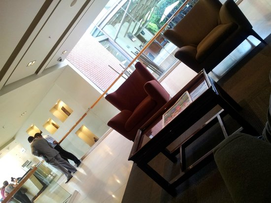 Holiday Inn Express Santiago Las Condes:                   lobby