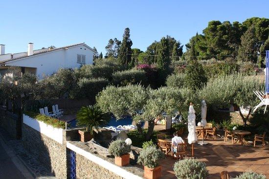 Hotel Blaumar Cadaques :                   vue piscine hotel