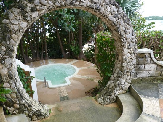 Grotto Bay Beach Resort & Spa:                   Hot tub