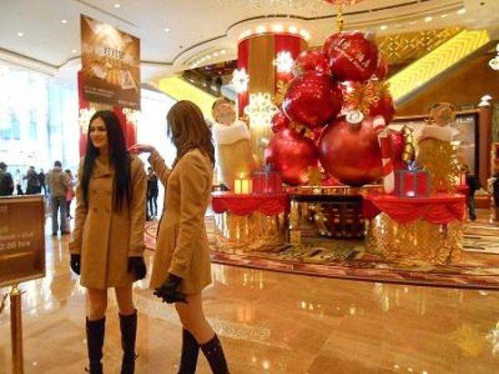 StarWorld Macau:                   でかいねーちゃん