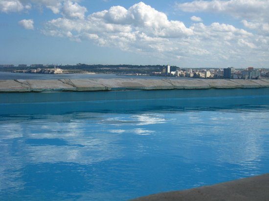 Habana Vista Penthouse: view from the rooftop pool