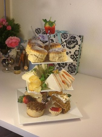 Mary's Rest Tearoom & Cafe: Deluxe Afternoon Tea