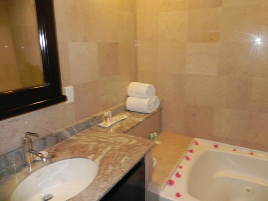 Princess Heights Hotel: Bathroom 3