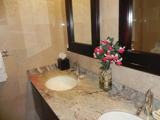 Princess Heights Hotel: Bathroom 2