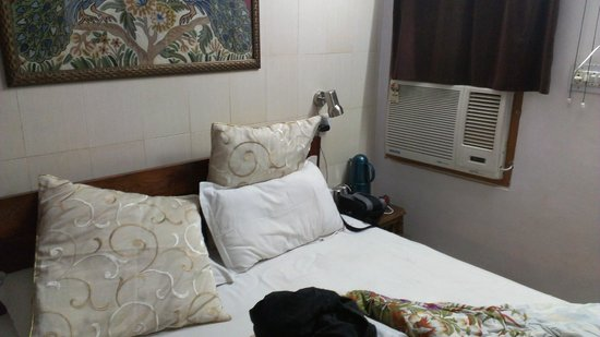 All Seasons Homestay Jaipur: Cozy bed