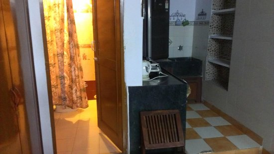 All Seasons Homestay Jaipur: The Bathroom