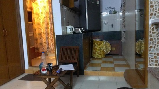 All Seasons Homestay Jaipur: Oddly Placed Refrigerator