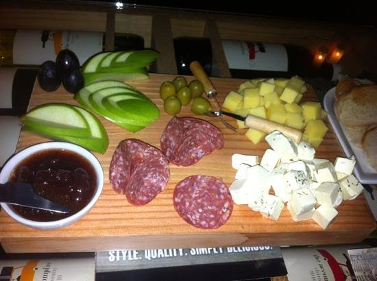 Cork Wine Room Boracay: cheese platter