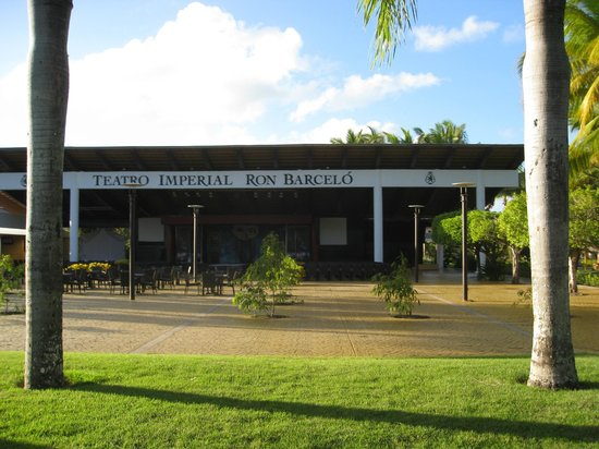 Catalonia Bavaro Beach, Casino & Golf Resort:                                     Theatre
