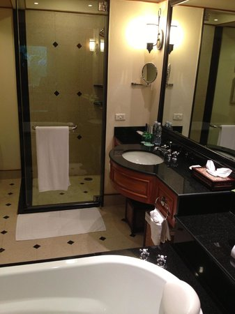 JW Marriott Phuket Resort & Spa:                   Nice bathroom facilities