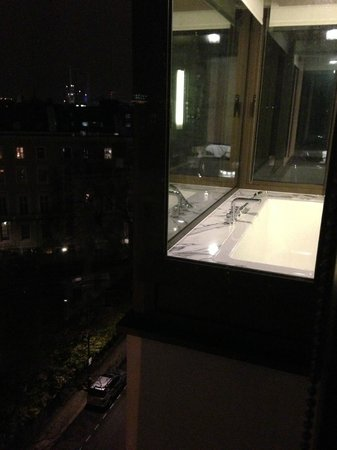 Belgraves, a Thompson Hotel:                   Japanese soaking tub with views :)
