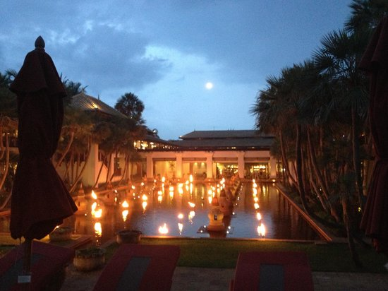 ‪‪JW Marriott Phuket Resort & Spa‬:                   Gorgeous lights in the evening