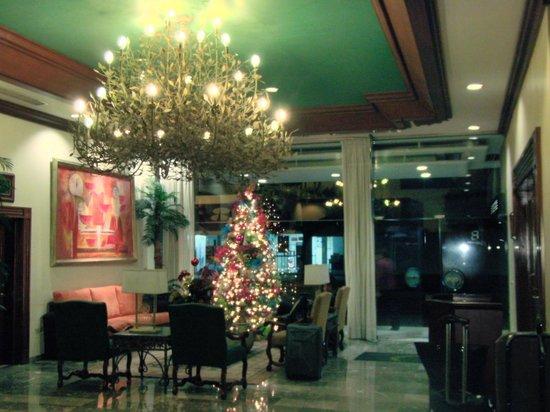 Hotel Santa Anita:                   ロビーにて