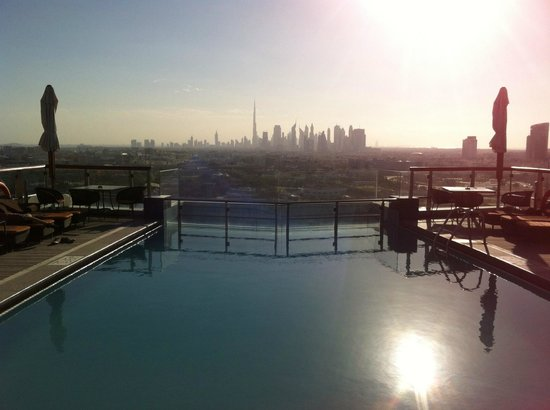 Hilton Dubai Creek: Rooftop pool view