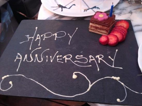 Sanderson London Hotel:                   anniversary cake !