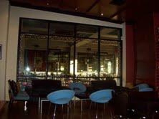 La Dolce Vita Wine Lounge:                   View from Lounge to Outdoor Seating, Theatre Square