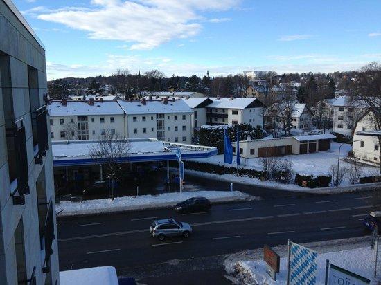Hotel Vier Jahreszeiten Starnberg:                   Blick aus dem Hotelzimmer: Blick Richtung Süden, also Richtung See