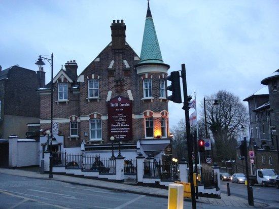 The Old Crown Inn:                   b&b