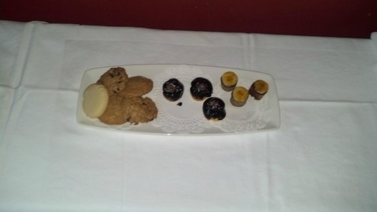 Grace White Barn Inn and Spa:                   Afternoon Treats...I tried some already...