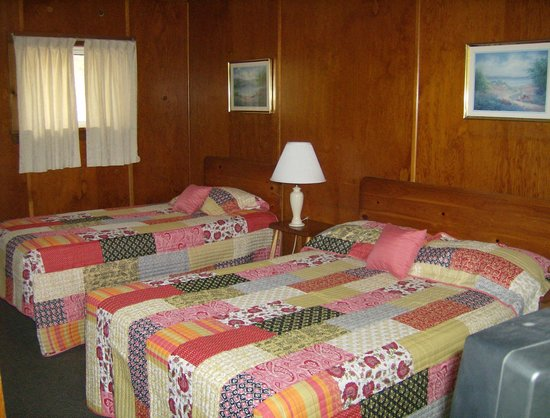 Westport Lakeside Motel: Std. Room