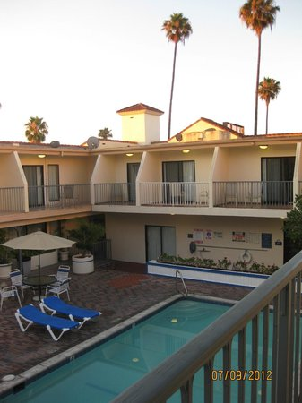 Days Inn Hollywood/Universal Studios:                   view from our balcony
