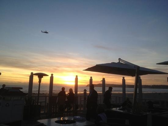 Sun Deck Bar and Grill: awesome sunset view
