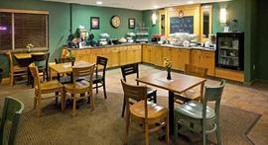 AmericInn Lodge & Suites Anamosa: AmericInn Anamosa Hotel - Breakfast Room